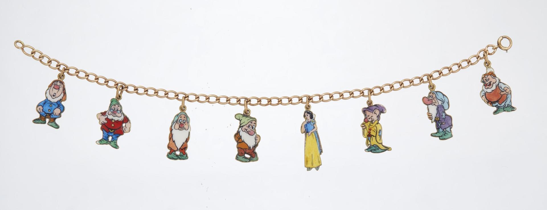 gold toned Vintage Seven Dwarfs charm bracelet shabby Snow white