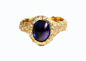 Susannah King Jewels 9ct yellow gold and sapphire Orgaya ring