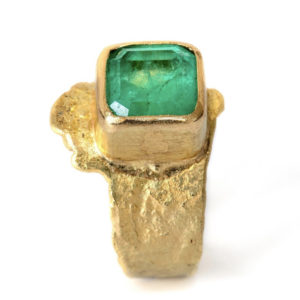 Disa Allsopp gold and Colombian emerald rinng
