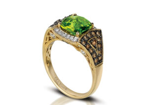 Le Vian 18ct yellow gold ring set with chocolate diamonds, white diamonds and apple peridot