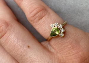 Roseanna Croft gold, diamond and peridot ring