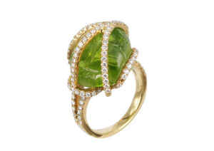 Tayma Fine Jewellery 18ct yellow gold, diamond and peridot Dim Sum ring